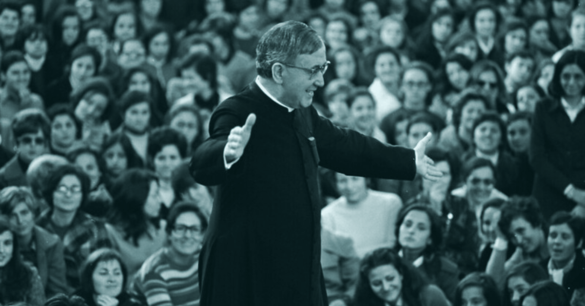 St. Josemaría Escrivá engages a crowd